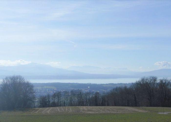 Villa individuelle avec situation au calme absolu, superbe vue sur le lac et les Alpes